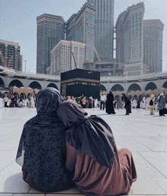 The dream will go with mother to Mekka. Мечта поехать с мамой в Мекку. Hijabi Girl, Girl Hijab, Muslim Girls, Muslim Couples, Mecca Islam, Mecca Kaaba, Muslim Couple Photography, Mecca Wallpaper, Snow