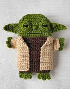 Star Wars - Yoda - iPhone 5 crochet case (cozy, sleeve, cover) PDF Pattern by Anna Vozika. Being the Star Wars geek that I am, you know that I just have to have this, right?! Pattern 5.00 USD.   ☀CQ #crochet #crafts #DIY.  Thank you for sharing! ¯_(ツ)_/¯
