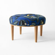 Stool 647 was designed by Josef Frank in 1936 for an interior at the Millesgården house and studio. It works equally well as a coffee table seat as it does as a footstool. Swedish Design, Scandinavian Design, House Furniture Design, House Design, Josef Frank, Leather Chair With Ottoman, Plastic Adirondack Chairs, Vanity Stool, Wood Lamps