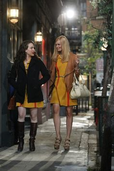 2 Broke Girls (2011)  Photos with Kat Dennings, Beth Behrs I want to steal her jacket