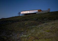 Árborg House by PK Arkitektur overlooks an Icelandic glacial valley