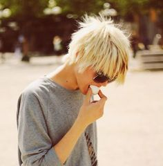 The Grunge Chop....love this look--can old ladies do this???