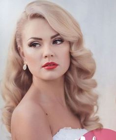 25 Vintage Hairstyles To Look Special Bafbouf Red Lip Makeup Look Bafbouf hairstyles special vintage Retro Curls, Vintage Curls, Retro Waves, Vintage Waves Hair, Retro Hairstyles, Bride Hairstyles, Great Gatsby Hairstyles, Vintage Hairstyles For Long Hair, Curled Hairstyles For Medium Hair