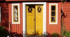 Min bror och svägerska bjuder in oss i sitt torp Garage Doors, Blogg, Cottage, Finland, Outdoor Decor, Summer, House, Home Decor, Summer Time