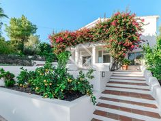 296 m² house with terrace for sale in East Marbella Ensuite Bathrooms, Bedroom With Ensuite, Garden Swimming Pool, Swimming Pools, Malaga, Marbella Property, Puerto Banus, Marble Floor, Built In Wardrobe