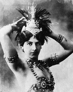 Si crees que Lady Gaga es una tipa osada, tienes que conocer la historia de Mata Hari,  la famosa bailarina y actriz, condenada a muerte por espionaje y ejecutada durante la I Guerra Mundial