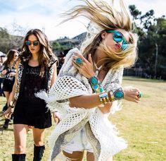 bohemian boho style hippy hippie chic bohème vibe gypsy fashion indie folk look outfit Boho Hippie, Boho Gypsy, Hippie Masa, Boho Chic, Bohemian Style, White Bohemian, Festival Looks, Festival Style, Hippie Festival