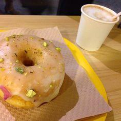 Donut de masticha Bagel, Foodies, Barcelona, Bread, Instagram Posts, Brot, Barcelona Spain, Baking, Breads