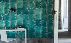 The wallpaper Aquarelle - Turquoise - from Designers Guild is wallpaper with the dimensions m x m. The wallpaper Aquarelle - Turquoise - Mosaic Wallpaper, Embossed Wallpaper, New Wallpaper, Photo Wallpaper, Designers Guild Wallpaper, Turquoise Wallpaper, Tricia Guild, Mosaic Tiles, Furniture Decor