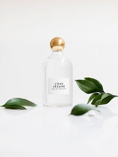 This very feminine perfume is a marriage of citrus fruits with the lightness of a floral bouquet. A dash of Neroli oil paired with transparent jasmin and peony petals. The aftermath of L'Eau Sézane is a blend of light wood coated in a veil of musc. It sits in the air just like sunbeams in the late afternoon…