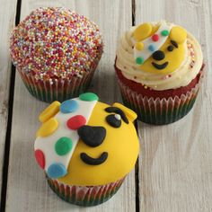 Why not try something different for your charity bake sale this year with this Pudsey rainbow cupcakes recipe from Baking Mad? Cupcakes Arc-en-ciel, Rainbow Cupcakes Recipe, Cupcake Recipes, Themed Cupcakes, Cupcake Ideas, Cupcake Tray, Cupcake Cases, Children In Need Cakes, Cupcake Heaven