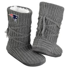 Small = Sizes 5-6 Medium = Sizes 7-8 Large = Sizes 9-10 X-Large = Sizes 11-12 These officially licensed NFL boots are a MUST-have for every fan out there! Strut around the town comfortably and̻‰ۡ̍Ìø_w