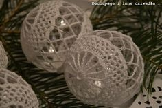 schematy bombek by siwa Crochet Christmas Trees, Christmas Tree Baubles, Crochet Ornaments, Christmas Bulbs, Crochet Art, Crochet Crafts, Crochet Doilies, New Years Decorations, Christmas Decorations