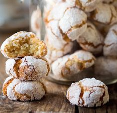 Amaretti cookies - crisp on the outside, chewy on the inside. A great, gluten-free way to use up those leftover egg whites.Italian Amaretti cookies - crisp on the outside, chewy on the inside. A great, gluten-free way to use up those leftover egg whites. Italian Christmas Cookies, Italian Cookies, Italian Desserts, Christmas Baking, Just Desserts, Italian Recipes, Dessert Recipes, Italian Biscuits, Italian Foods