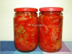 Reteta culinara Salata de ceapa cu ardei capia din categoria Muraturi. Specific Romania. Cum sa faci Salata de ceapa cu ardei capia