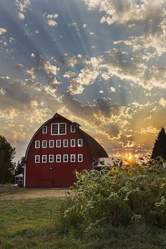 Country Living ~ Sweet End of Summer Sunset Farm Barn, Old Farm, Country Barns, Country Life, Country Living, Country Roads, Country Charm, Barn Pictures, Random Pictures