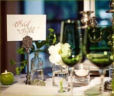 Love the green glasses and the green apple they used as a votive holder what a great idea!!!! ♥