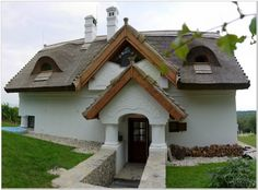 Balatonakali - tervező: Mérmű Építész Stúdió Cottage Homes, Traditional House, Wood Working, Hungary, Provence, Cabins, Cottages, Art Nouveau, Sweet Home