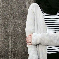 Find images and videos about black, islam and hijab on We Heart It - the app to get lost in what you love. Stylish Hijab, Hijab Style, Casual Hijab Outfit, Hijab Chic, Street Hijab Fashion, Muslim Fashion, Skirt Fashion, Hijabi Girl, Girl Hijab