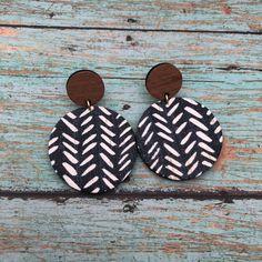 Paper Earrings, Wood Earrings, Circle Earrings, Leather Earrings, Homemade Necklaces, Arrow Print, Wood Post, Earring Crafts, Wardrobe Ideas