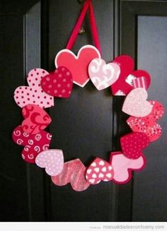 Crafts for Valentine& Day - 15 ideas for beautiful door wreaths Crafts for Valent . - Crafts for Valentine& Day – 15 ideas for beautiful door wreaths Crafts for Valentine& - Valentine Wreath, Valentines Day Party, Valentines Day Decorations, Valentine Day Crafts, Saint Valentine, Be My Valentine, Valentines Hearts, Decoration St Valentin, Couronne Diy