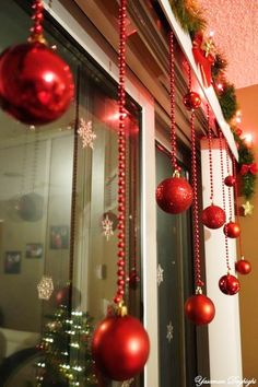 Classy Christmas Window Decor Ideas That Looks Elegant 37 Diy Christmas Decorations For Home, Diy Christmas Lights, Classy Christmas, Gold Christmas, Rustic Christmas, Christmas Home, Christmas Crafts, Christmas Ideas, Office Christmas