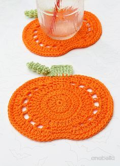 Crochet Pumpkin Coasters by Anabelia Craft Design Pumpkin crochet coasters, Anabelia craft designYes, Halloween is just around the corner!:o) But I'm ready on time this year: these Crochet Pumpkin Coasters are ready to decorate my home. Art Au Crochet, Crochet Fall, Holiday Crochet, Crochet Home, Crochet Gifts, Crochet Motif, Crochet Doilies, Crochet Flowers, Knit Crochet