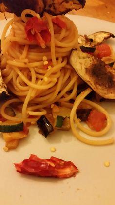 Smoky spicy spaghetti with eggplant-crisps