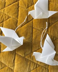 DIY juletræer set i Magasinet Sally's - Starfolds Origami Bird, Origami Folding, Origami Stars, Origami Paper, Diy Paper, Paper Crafts, Easy Crafts, Diy And Crafts, Paper Birds