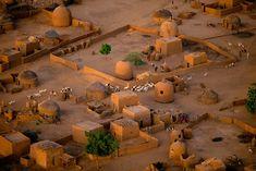 YannArthusBertrand2.org - Fond d écran gratuit à télécharger || Download free wallpaper - Détail d'un village aux environs de Tahoua, Niger (14°50' N – 5°16' E).