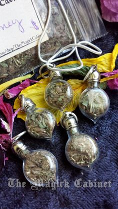 Quick Money Herbal Charms, Wicca, Pagan Jewelry by TheMagickCabinet