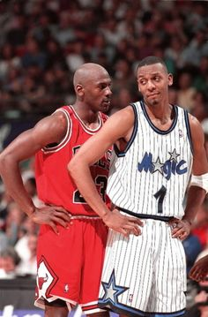 Michael Jordan and Anfernee Hardaway Sport Basketball, Basketball History, Basketball Pictures, Basketball Legends, Love And Basketball, Basketball Players, Memphis Basketball, Magic Basketball, Nba Pictures