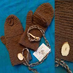 Bear  Nålebinding mittens handy in the cold  #etsy#draicraeft#viking#vikings#vikingstyle#vikingclothes#wool #Nålebinding #nålbindning #neulakinnas #kinnasneula #needlebinding #naalbinding #nalbinding#Nålebundna#Nadelbindung#reenactment#vikingmittens #ecofriendly#woolcrafts#Britishmade#woolcraft#handmade#ecoclothes#larp#sca#handstitched#cosplay#bushcraft#mittens