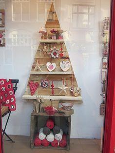Christmas tree shelf. Website has more great yarn window display ideas.
