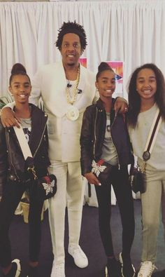 Shop GUCCI Linea Totem Bag w/ Crystal Butterfly worn by Sean Ditty Daughters D'Lila, Chance & Jessie Combs at the Beyonce & Jay Z Concert. Beyonce Style, Beyonce And Jay Z, Black Balenciaga Shoes, Celebrity Kids, Celebrity Style, Jay Z Concert, Beyonce Pictures, Harper Beckham, Black Biker Jacket