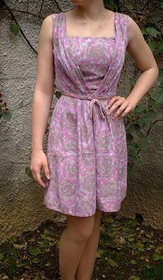 Anche gli anni '60 sono una passione di famiglia. Ecco un vestito ritrovato, con un accostamento di colore molto interessante: verde e malva