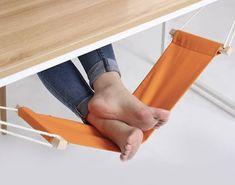 Para esos momentos de estrés o de preocupación en la oficina, la mejor manera de relajarse, evitar las tensiones y calambres por estar tanto tiempo sentado y encerrado, es estirar los pies, pero, ¿...