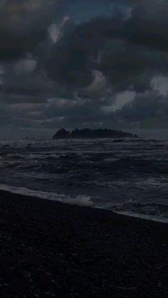 Night Aesthetic, Beach Aesthetic, City Aesthetic, Aesthetic Black, Aesthetic Videos, Storm Photography, Grunge Photography, Travel Photography, Ocean At Night