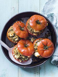 Gevulde tomaten met quinoa, groenten en feta - Libelle Lekker Healthy Dishes, Tasty Dishes, Healthy Cooking, Healthy Eating, A Food, Good Food, Food And Drink, Yummy Food, Veggie Recipes
