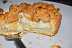 Sour Cream Apple Pie with Crumb Topping Apple Sour Cream Slice, Sour Cream Coffee Cake, Apple Crumb Cakes, Apple Coffee Cakes, Recipes Using Sour Cream, Cream Recipes, Kosher Recipes, Baking Recipes, Apple Pie Recipes