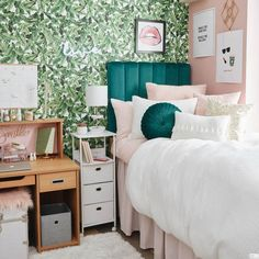 Dorm Room Themes, Dorm Room Designs, Cute Dorm Rooms, Teen Rooms, College Living Rooms, College Room Decor, Girl Dorm Decor, College Dorms, College Life