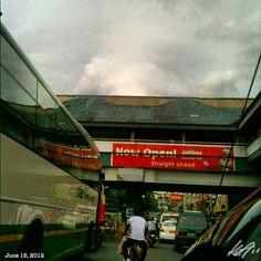 渋滞 hate you!! #buendia #traffic #jollibee #philippines #フィリピン