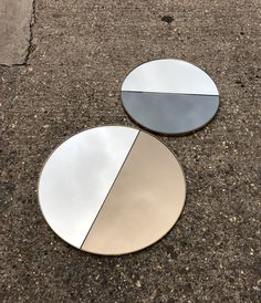 The DUALIS Orbis round mirror is available combining various tints #rosegold #bluetint #bronzetint #blacktint #greentint, also with various frame finishes and a bespoke size. Let's us create a bespoke mirror for you! . #welovemirrors #wemakemirrors #mirrortints #roundmirror #bespokemirror #wallmirror #craftedinlondon #designinlondon #interiordesign #homeaccessories #apmirrors #blackmirror #bronzemirror #bluemirror