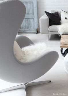 The egg chair is one of a unique chair design from Arne Jacobsen. Ikea Chair, Egg Chair, Plywood Furniture, Living Room Chairs, Home Living Room, Dining Chairs, Kitchen Chairs, Living Spaces, Dining Room