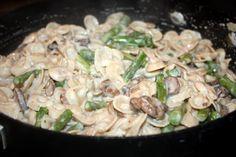 Meatless Monday: Boursin-Cream Bowties with Asparagus & Portobellos I Love Food, Good Food, Yummy Food, Boursin Recipes, Yummy Recipes, Cooking Recipes, How To Cook Mushrooms, Mushroom Pasta, Dinner Bell