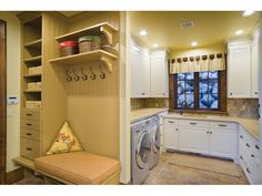 Laundry room Kleine Mudroom Waschküche Design Before you buy a landscape painting, or any other pain Cottage House Plans, Cottage Homes, House Floor Plans, Mudroom Laundry Room, Mudroom Cubbies, Bathroom Laundry, Laundry Area, Laundry Storage, Laundry Room Design