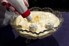 Klassiker. Sådan skal en ordentlig citronfromage laves, hvis man spørger en erfaren køkkenskolelærer. Foto: JACOB EHRBAHN