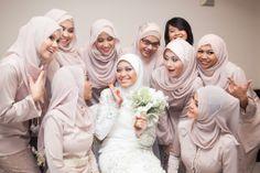 A Happy bride and bridesmaid. www.nazimzafri.com