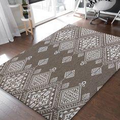 Sznurkowy dywan z kolekcji ZARA sprawdzi się w salonie i sypialni, a także w kuchni i na przedpokoju, gdzie już od progu będzie zachwycał odwiedzających cię gości. Wykonany w 100% z polipropylenu będzie służył przez długie lata, ciesząc oko nienagannym wyglądem. Produkt odporny na uszkodzenia, a jednocześnie łatwy w pielęgnacji. Idealnie nadaje się do zastosowania nie tylko wewnątrz, ale także na zewnątrz, co oznacza, że możesz ocieplić nim aranżację swojego balkonu lub tarasu. Kids Rugs, Home Decor, Decoration Home, Kid Friendly Rugs, Room Decor, Home Interior Design, Home Decoration, Nursery Rugs, Interior Design