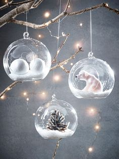 how to fill dome shaped clear ornaments Noel Christmas, Diy Christmas Ornaments, Winter Christmas, Handmade Christmas, Clear Ornaments, Gold Christmas Decorations, Christmas Themes, Deco Noel Nature, Globe Ornament